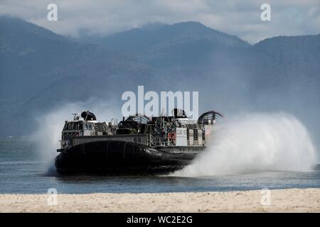 Rio De Janeiro, Brazil . 27th Aug, 2019. The American Landing Craft Air Cushion (LCAC) arrives to the Marambaia island in Rio de Janeiro, Brazil, 27 August 2019. The landing craft arrived for a drill with ten countries of the Americas participating in Operation UNITAS 2019 for humanitarian aid from amphibious means. Credit: EFE News Agency/Alamy Live News - Stock Photo
