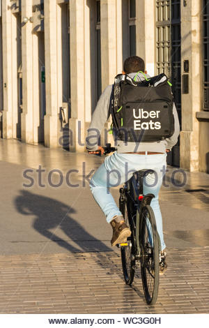 Uber Eats delivery rider in Dijon in the Côte-d'Or Department, Bourgogne-Franche-Comté region of France. - Stock Photo