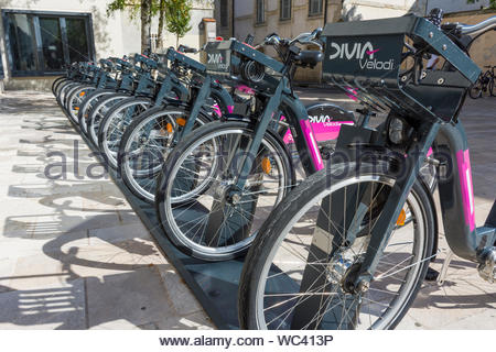 Divia Vélodi hire bikes in Dijon in the Côte-d'Or Department, Bourgogne-Franche-Comté region of France. - Stock Photo