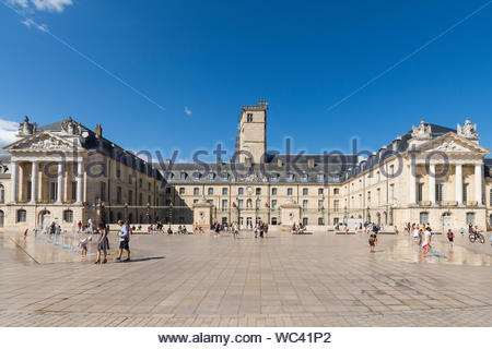 Palace des Ducs de Bourgogne, Dijon in the Côte-d'Or Department, Bourgogne-Franche-Comté region of France. - Stock Photo