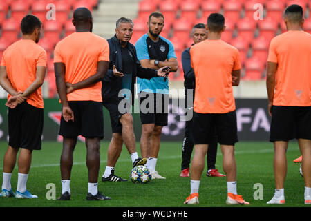 Prague, Czech Republic. 27th Aug, 2019. Head Coach Dan Petrescu, 3rd from left, attends a training session of CFR Cluj (Cluj-Napoca) team prior to the UEFA Champions League, 4th qualifying round return match: SK Slavia Prague vs CFR Cluj (Cluj-Napoca), on August 27, 2019, in Prague, Czech Republic. Credit: Michal Kamaryt/CTK Photo/Alamy Live News - Stock Photo