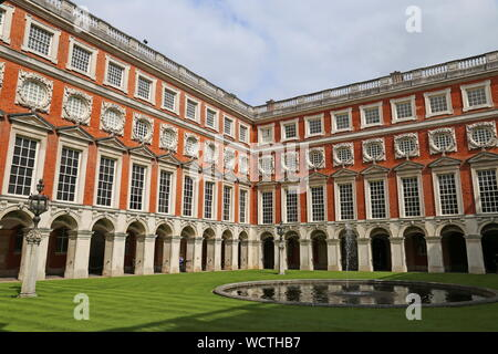 Fountain Court, Hampton Court Palace, East Molesey, Surrey, England, Great Britain, United Kingdom, UK, Europe - Stock Photo