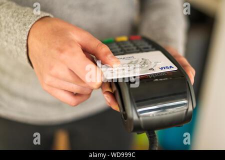 Using VIsa Contactless debit card on world pay terminal - Stock Photo
