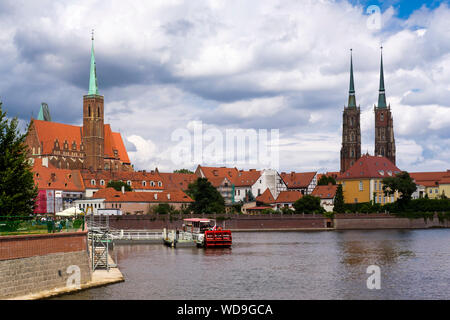 River Odra and Ostrow Tumski with the Church of the Holy Cross and St Bartholomew, and the Cathedral of St John the Baptist, Wroclaw, Poland. - Stock Photo