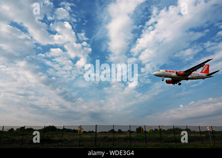 An Easyjet plane coming in to land at Liverpool John Lennon airport - Stock Photo