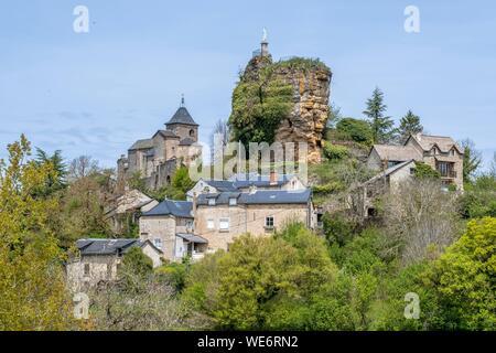 France, Aveyron, Saint Saturnin de Lenne, old castle of La Roque Valzergues - Stock Photo