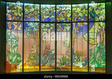 France, Meurthe et Moselle, Nancy, Ecole de Nancy (Nancy school) museum in the house that belonged to Antoine Corbin dedicated to Art Nouveau, stained glass window by Jacques Gruber, veranda named La Salle (the room in 1904 - Stock Photo