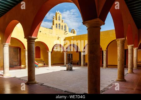 Mexico, Campeche state, Campeche, fortified city listed as World Heritage by UNESCO, San Francisquito church - Stock Photo