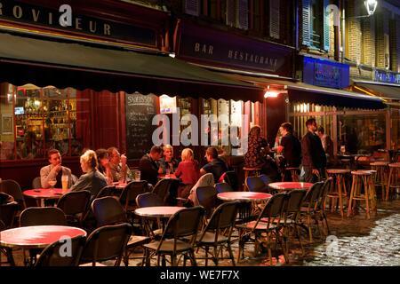 France, Somme, Amiens, place du Don, Retroviseur bar restaurant - Stock Photo