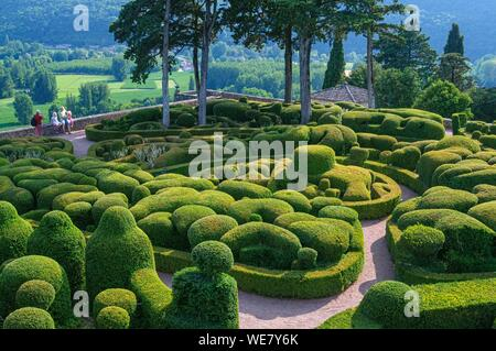 France, Dordogne, Vezac, Park and garden of Marqueyssac - Stock Photo
