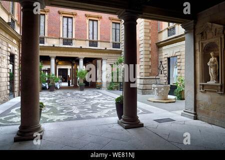 Italy, Lombardy, Milan, Fashion Quadrilateral (Quadrilatero della moda), palace museum Palazzo Bagatti Valsecchi at corner Via Monte Napoleone and via Gesu - Stock Photo