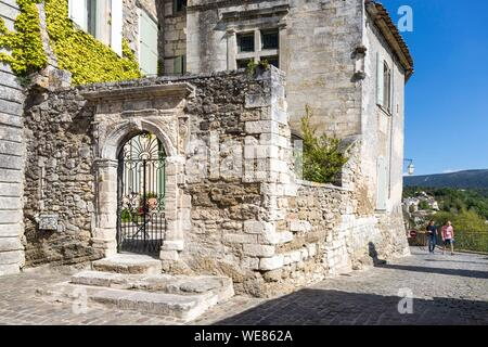 France, Vaucluse, regional natural park of Luberon, Ménerbes, labeled the Most Beautiful Villages of France - Stock Photo