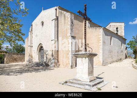 France, Vaucluse, regional natural park of Luberon, Ménerbes, labeled the Most Beautiful Villages of France, the Saint-Luc church - Stock Photo