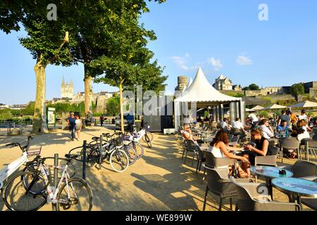 France, Maine et Loire, Angers, the river port and the castle of the Dukes of Anjou, Saint Maurice cathedral in background - Stock Photo