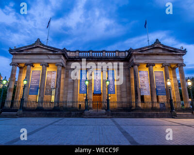 Outside the Scottish National Gallery on July 30, 2017 in Edinburgh Scotland. The Scottish National Gallery is an important centre of European Art. - Stock Photo