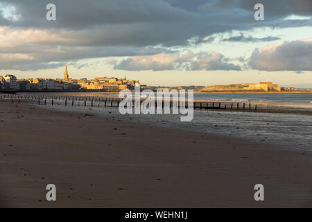 The morning light on the Plage du Sillon and walled city. Saint Malo , France, Ille et Vilaine, Emerald Coast - Stock Photo