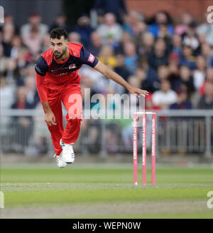 Manchester, UK. 30th August 2019; Emirates Old Trafford, Manchester, England; T20 Vitality Blast, Lancashire Lightning versus Leicestershire Foxes; Saqib Mahmood bowling for Lancs - Editorial Use Only Credit: Action Plus Sports Images/Alamy Live News
