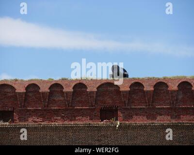 Wide shot of a cannon installed on top of Fort Jefferson at the Dry Tortugas National Park, Florida. - Stock Photo