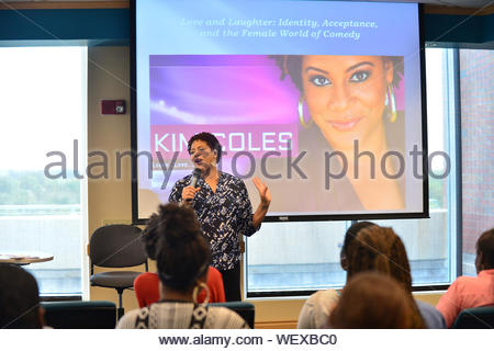 Davie, FL - Actress and Comedian Kim Coles speaks and sign copies of her book 'Gratitude Journal Choose to Live Life Out Loud' to discuss her story of gratitude, Intention, forgiveness, triumphs and self-love in the library at Broward Community College on March 18, 2014 in Davie, Florida. The lecture is titled 'Love and Laughter: Identity, Acceptance, and the Female World of Comedy'. AKM-GSI March 18, 2014 - Stock Photo