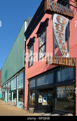 Entrance to the rustic, vintage building housing Kermit's Outlaw Kitchen on Main Street in Elvis hometown, Tupelo, MS, USA - Stock Photo