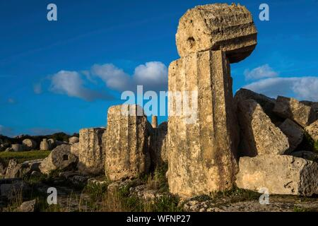 Italy, Sicily, Castelvetrano, ancient city of Selinonte, founded by Megarian Greeks in the 7th century B.C. - Stock Photo