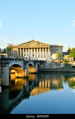 France, Paris, area listed as World Heritage by UNESCO, the banks of the Seine river, the Concorde bridge and the National Assembly (Palais Bourbon) - Stock Photo