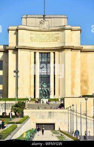 France, Paris, area listed as World Heritage by UNESCO, the gardens of the Trocadero and Chaillot Palace (Wing housing Architecture and Heritage Museum) - Stock Photo