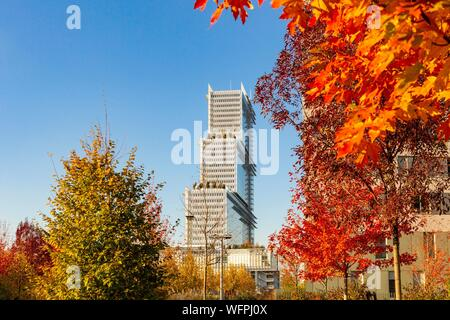 France, Paris, Parc Clichy Batignolles-Martin Luther King Garden and the new Renzo Piano Court in Paris