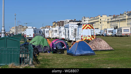 Brighton, UK. 1st September 2019.  An encampment of travellers has arrived on Hove Lawns in Brighton with about 50 vehicles parked on the seafront . The camp has arrived over the weekend and is where a group of homeless are also living in tents . Credit : Simon Dack / Alamy Live News - Stock Photo
