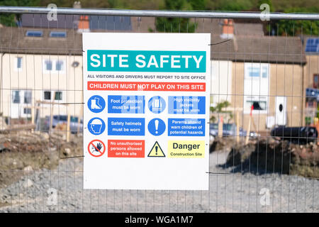 Site safety sign on construction building area fence - Stock Photo