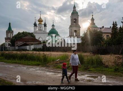 YAROSLAVL REGION, RUSSIA - AUGUST 18, 2019: Local residents by the Spaso-Yakovlevsky Monastery [Monastery of St Jacob Saviour] in the town of Rostov Veliky. Dmitry Feoktistov/TASS - Stock Photo