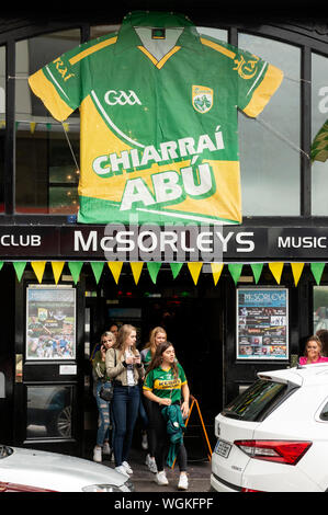 Killarney, County Kerry, Ireland. 1st September 2019.  GAA Football All-Ireland Senior Championship final between Dublin and Kerry. Small group of female Kerry supporters in green and yellow jerseys are leaving the McSorleys music club bar after watching the game. Credit: Ognyan Yosifov / Alamy