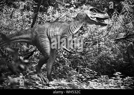 A Dinosaur in the Jurassic Journey trail at Birdland, Bourton-on-the-Water, Cotswold - Stock Photo