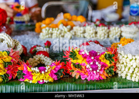 Various jasmine Phuang malai, traditional Thai flower garland offerings at Pak Khlong Talat, Bangkok flower market. Thailand. - Stock Photo