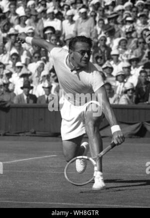 Jaroslav Drobny an outstanding hard court player. His prime success was at Wimbledon 1954. He was born in Prague, Czechoslovakia, but became an Egyptian citizen from 1949 to 1954 and then moved to Great Britain, where he died in 2001.The Encyclopedia of Tennis page 46. - Stock Photo