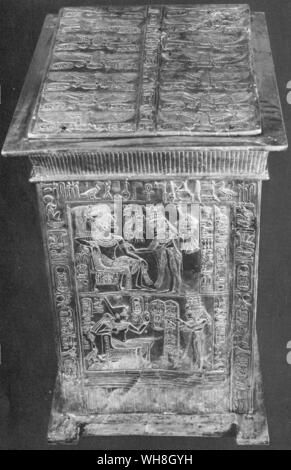Golden Shrine found in Tutankhamen's tomb. The Treasures of Tutankhamen, The Exhibition Catalogue by I E S Edwards, page 112. - Stock Photo