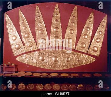 Tiara made for the grave.  Flimsy gold (62 and 65cm across).  From the women's grave in the Upper grave Circle, Mycenae, 16th century BC - Stock Photo