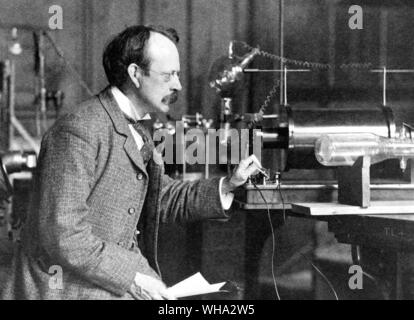 Sir J.J. Thomson with early equipment in the Cavendish Laboratory, Cambridge.. Thomson, Joseph John, Sir (J. J. Thomson) English physicist. discovered - Stock Photo