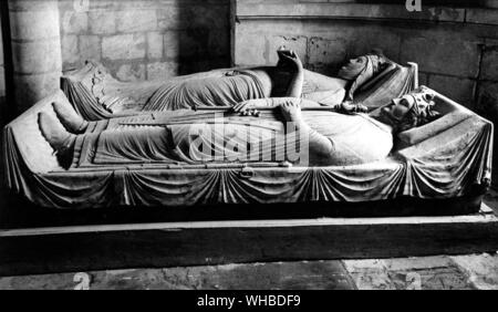 The Tomb of Eleanor of Aquitaine in the Fontevraud Abbey , along side her son Richard I - Stock Photo