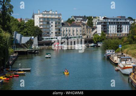 Die Erdre ist ein Fluss in Frankreich, der in der Region Pays de la Loire verläuft. Sie mündet im Stadtgebiet von Nantes als rechter Nebenfluss in ein - Stock Photo