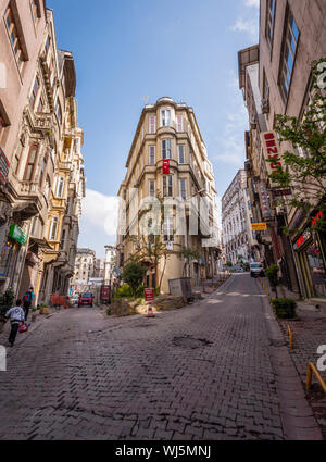 ISTANBUL, TURKEY – APRIL 27: Building with flag and pedestrians on April 27, 2012 in Istanbul, Turkey.  Each year patriotic Turks honor those fallen a - Stock Photo