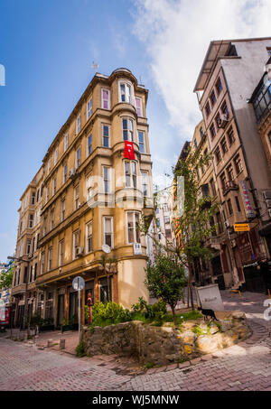 ISTANBUL, TURKEY – APRIL 27: Building with flag on April 27, 2012 in Istanbul, Turkey.  Each year patriotic Turks honor those fallen at the battle of - Stock Photo