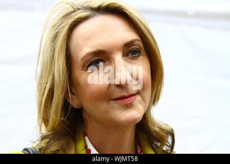 VICTORIA DERBYSHIRE AT COLLEGE GREEN, WESTMINSTER, UK ON 3RD SEPTEMBER 2019. JOURNALISTS. BBC PRESENTERS. VICTORIA DERBYSHIRE SHOW. MEDIA. TELEVISION. BROADCASTERS. - Stock Photo