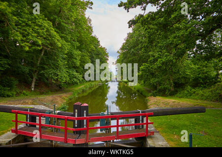 Image of the locks at Hede, France. Ecluse - Stock Photo