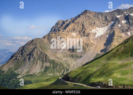 France, Hautes Alpes, Le Monetier les Bains, road that climbs to the Col du Galibier // France, Hautes-Alpes (05), Le Monêtier-les-Bains, route qui mo - Stock Photo