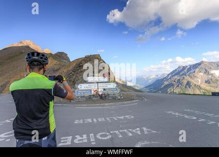 France, Hautes Alpes, Le Monetier les Bains, Col du Galibier (2642 m), cyclists // France, Hautes-Alpes (05), Le Monêtier-les-Bains, col du Galibier ( - Stock Photo