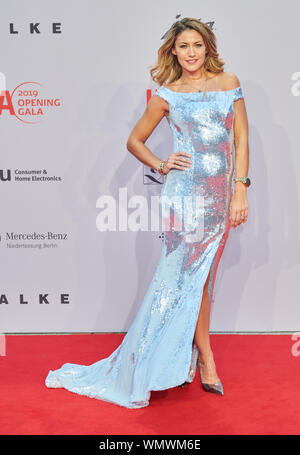 Berlin, Germany. 05th Sep, 2019. Model Fiona Erdmann comes to the gala of the IFA opening. Credit: Annette Riedl/dpa/Alamy Live News - Stock Photo