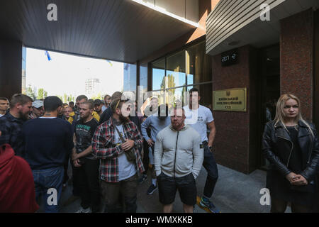 Kyiv, Ukraine. 5th Sep, 2019. Ukrainian far-right activists protest against the release of Volodymyr Tsemakh, a 'person of interest' and possible witness of shooting down MH17 passenger plane in 2014, near the Court of Appeals in Kyiv, Ukraine, 05 September 2019. Kyiv's Court of Appeals has ruled to release Volodymyr Tsemakh, a former anti-aircraft unit chief with the Russian proxy forces in Donbas who was believed to be an important witness in the MH17 case, from custody. The preventive measure was changed from detention to a personal recognizance. A video interview made 2015 reportedly s - Stock Photo