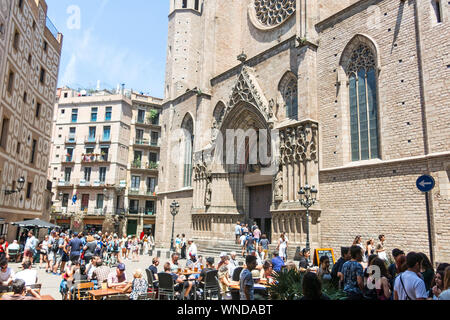 BARCELONA - JUNE 20, 2019: tourists hanging out and walking around Santa Maria del Mar church. Some tourists wander around Basilica of Santa Maria del - Stock Photo