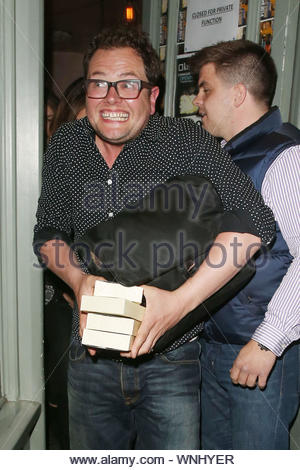 London, UK - Adele celebrates her 26th birthday with her beau Simon Konecki and some friends, including, Alan Carr at Kurobuta restaurant in London. After wrapping up her party, Adele quickly made her way to the car, keeping her head down, trying to hide her face. Once the singer and Simon got into the car, Simon flipped the photographers off while Adele took cover under her bag. AKM-GSI May 5, 2014 - Stock Photo